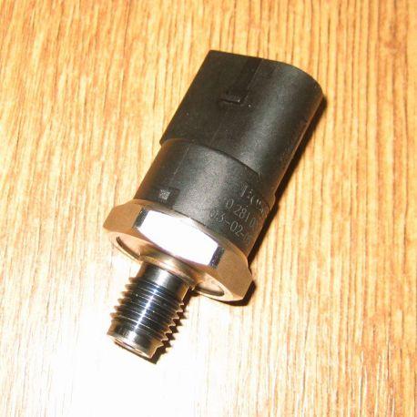 Senzor presiune combustibil Mercedes, VW LT, Audi A8, 0281002498 / 0281002239 / A0041537528 / A0041531528 / 057130758