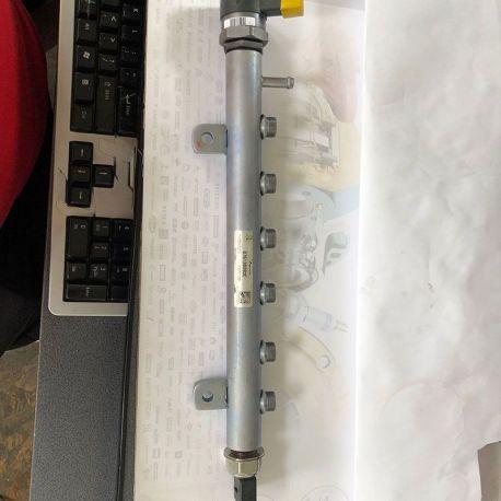Rampă injectoare VW Crafter 2.5 TDI, după 2006, 076130093C